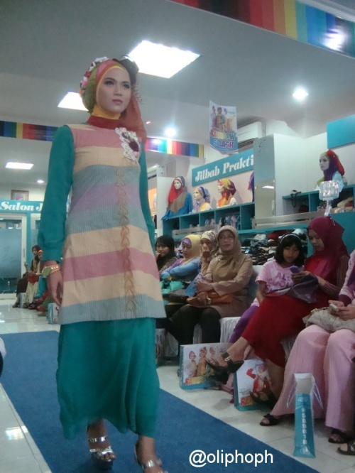 Koleksi Charming with Rainbow Tosca