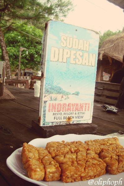 jauh-jauh ke Gunung Kidul, tetep makan tempe goreng dong ah...hhihi